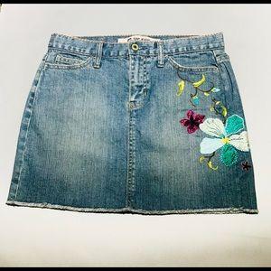 EUC GAP frayed hem embroidered mini skirt